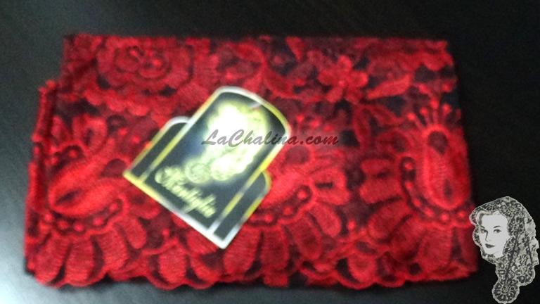 Chalina Italiana Modelo Floral  Escarlata 701 Fondo Negro