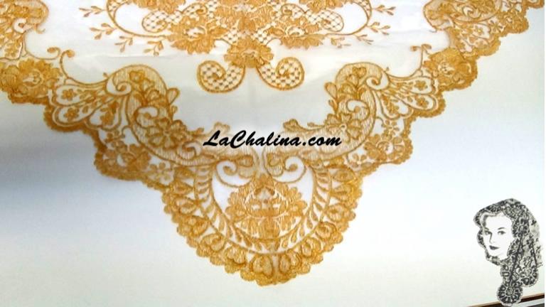 Chalina Italiana Modelo Malagueña Dorado Metalico 901 Fondo Blanco