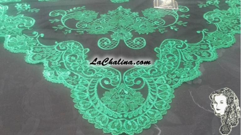 Chalina Italiana Modelo Malagueña Verde Esmeralda 265 Fondo Negro