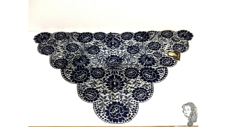Chalina Española Modelo Raschel Azul Marino Fondo Negro