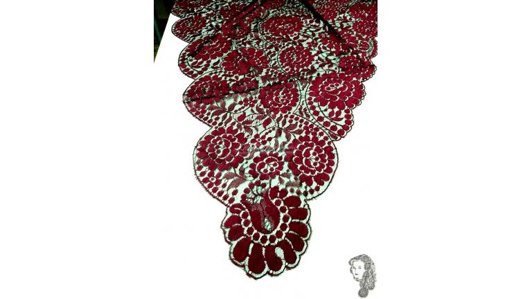 Chalina Española Modelo Raschel Color Granate Fondo Negro